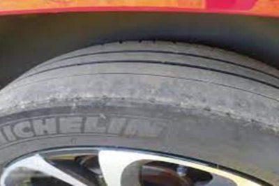 desgaste de ruedas traseras por el exterior